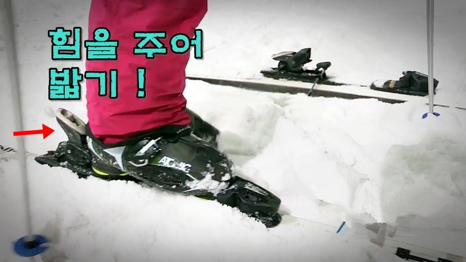 Iglu_Ski_Expert_Guides___How_To_Put_Your_Skis_On_-_YouTube_%28720p%29.mp4_201801 (1).jpg